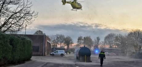 Zwaargewonde man na drie uur bevrijd onder stalen container bij bedrijf in Heukelom