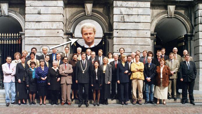 Geert Wilders in de groepsfoto voor het oude stadhuis in 1998