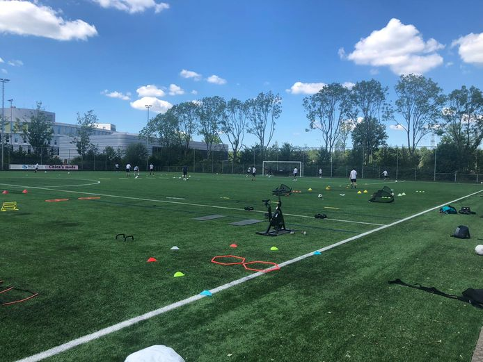 Voetbalschooltjes leggen beslag op de voetbalvelden van BVV Barendrecht.