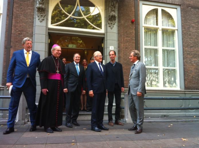Het gehele gezelschap tijdens de opening van de Open Monumentendag in Den Bosch.