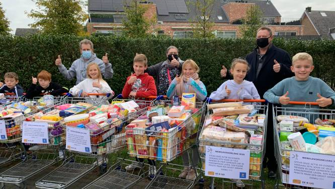 Basisschool De Brug zamelt dertig winkelkarren vol voedsel in voor gezinnen in armoede