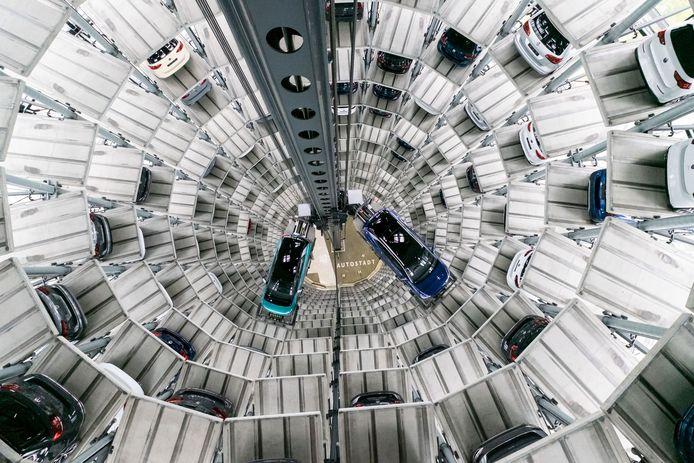De elektrische Volkswagen-modellen ID3 en ID4 in een autotoren van het concern.