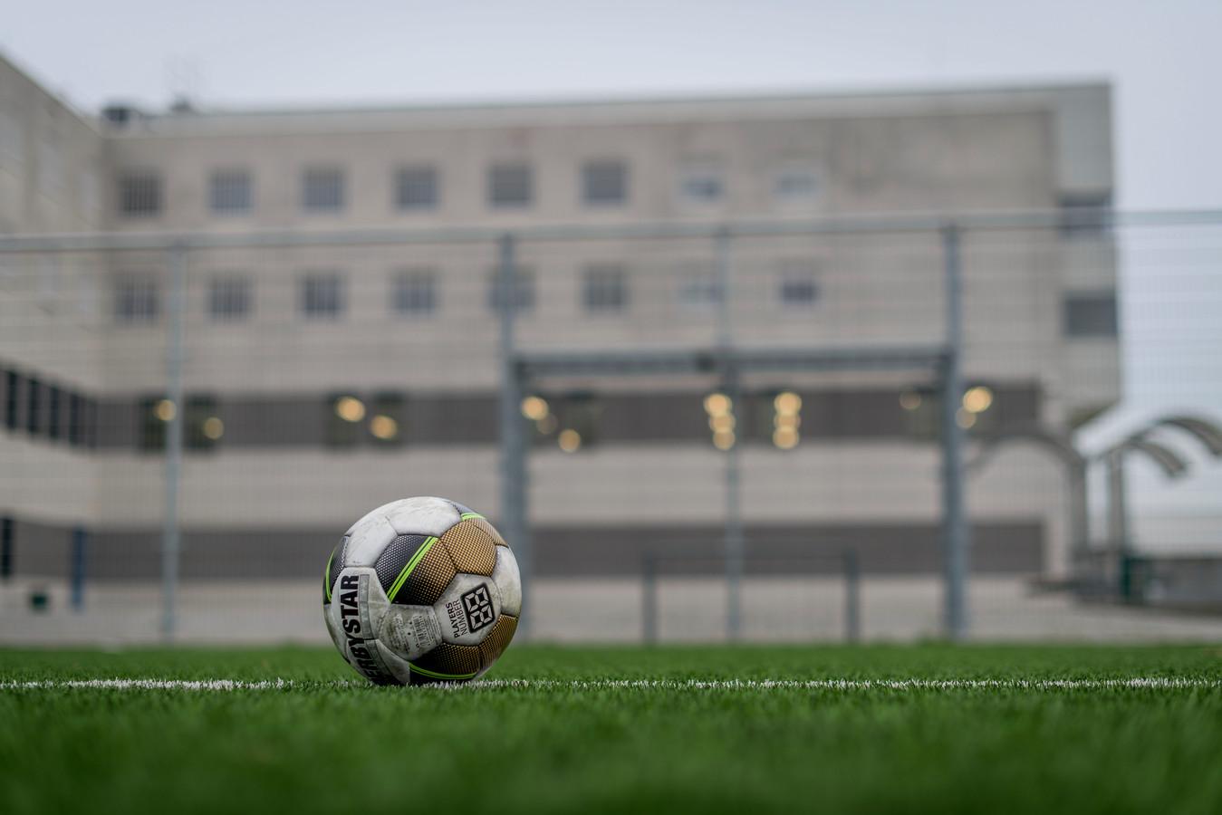 Voetbalclubs helpen in de Karelskamp bij re-integratie van gedetineerden.