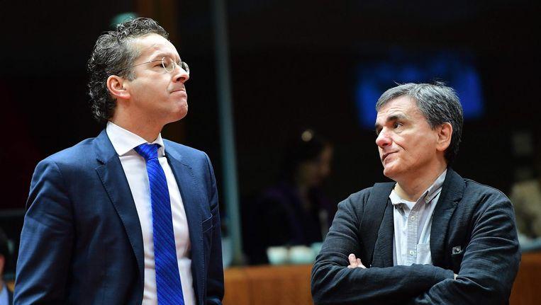Eurogroepvoorzitter Jeroen Dijsselbloem met de Griekse minister van Financiën Efklidis Tsakalotos, die zich een betrouwbare partner toont. Beeld afp