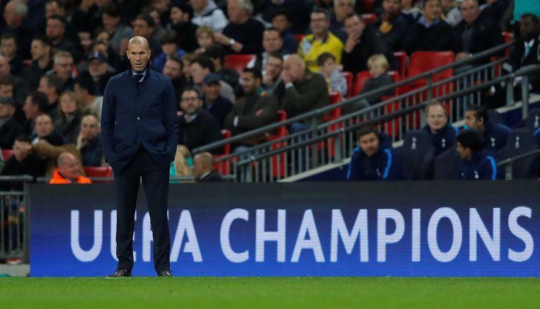 Wat een trainer lijden kan. Zinédine Zidane, woensdagavond, Wembley.