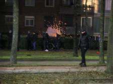 Vijftig mensen op de been in Helmond, stenen en vuurwerk gegooid naar agenten