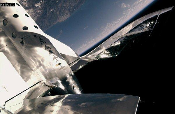 Eerste testpassagier van Virgin Galactic bereikt de ruimte: 'Richard, je gaat dit fantastisch vinden'