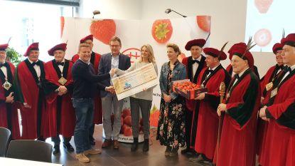 Eerste aardbeien van 2019 leveren 8.000 euro op