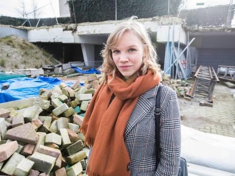 Zoetermeerse schrijfster Lucia van den Brink: 'Wat gebroken is, valt te lijmen met goud'
