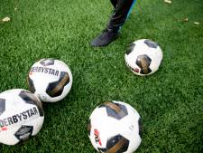 Voetbalclubs in Heelsum trainen  noodgedwongen op de 'woestijn'