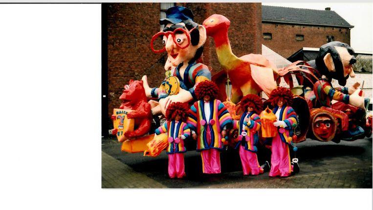 In 1987 eindigden De Raar Charels op de tweede plaats in het Halse carnaval met een char uit papier-machée