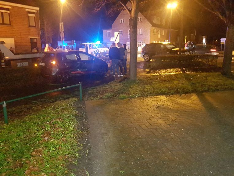 Beide wagens moesten na het ongeval getakeld worden.