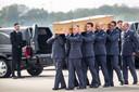 Nederland 2 mei 2015. Op de vliegbasis Eindhoven is zaterdagmiddag een Herculestoestel geland met aan boord de laatste kisten met stoffelijke resten van slachtoffers van rampvlucht MH17.