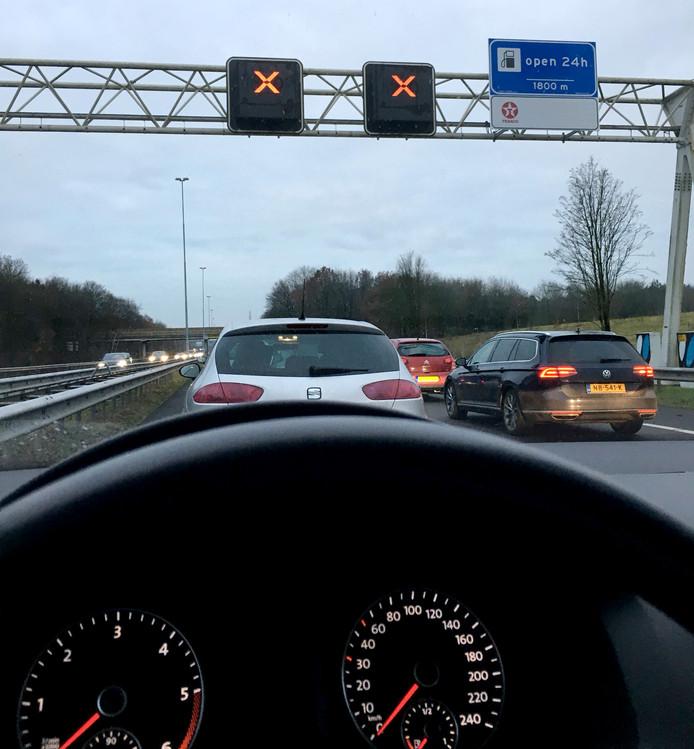 Foto van Duco Wijma vast in de file op A27 richting Breda