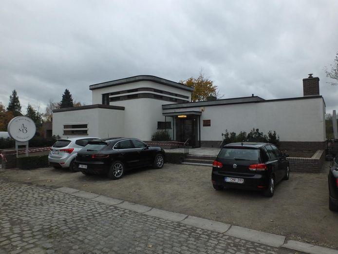 Restaurant Au Bain Marie in de Emiel Clauslaan in Astene is gevestigd in 'Villa Landing', in de jaren 30 ontworpen door architect Henry Van de Velde.