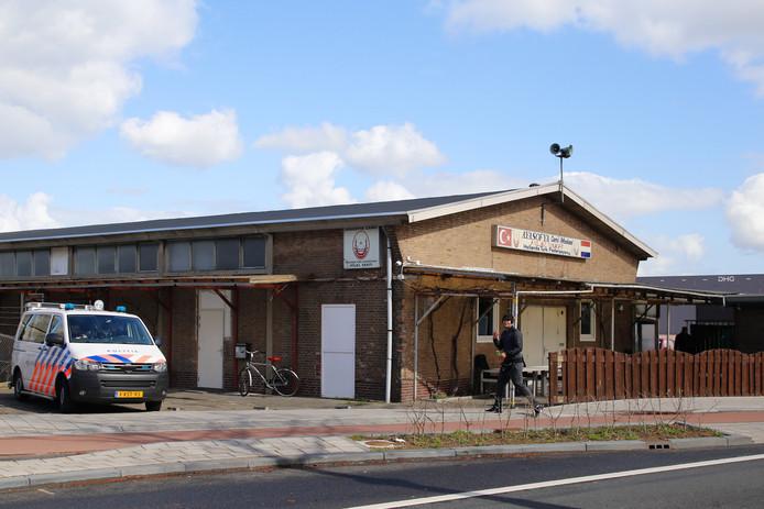 Moskeeën in Dordrecht worden beveiligd naar aanleiding van de schietpartij in Utrecht.
