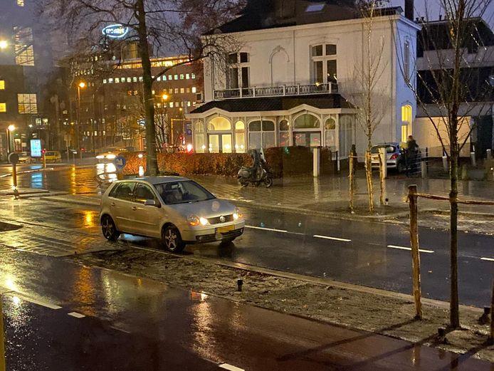Een auto kwam in botsing met een scooter