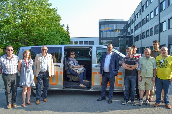 De gratis shuttlebus aan het Sociaal Huis.