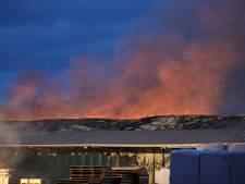 Zeer grote brand bij houtbedrijf Klein Kromhof in Daarlerveen onder controle