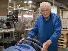 Jan is 84 jaar, maar kreeg toch contractverlenging: 'Ik kan gewoon niet zonder'
