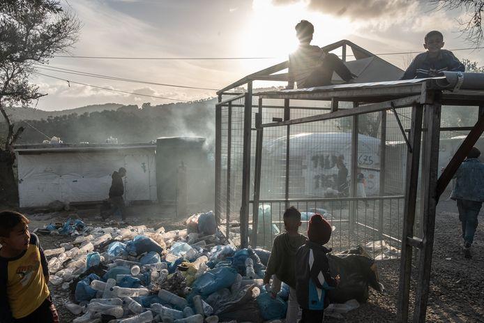 Duizenden migranten en vluchtelingen, waaronder alleenstaande kinderen, zitten vast op het Griekse eiland Lesbos. Ruim vijftig gemeenten vormen een coalitie die wil dat vijfhonderd kinderen in Nederland worden opgevangen. Middelburg wil zich bij die coalitie aansluiten.