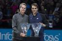 Roger Federer naast Stefan Edberg.