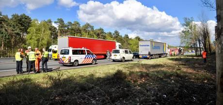 Ongeval met vrachtwagen veroorzaakt verkeerschaos op A12, vertraging voorbij
