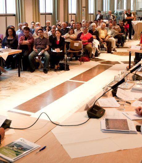 Lochem schrapt raadsvergadering vanwege corona, Zutphen stelt huisbezoek voor zorg en maatschappelijk werk uit