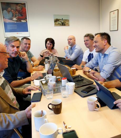 Aan tafel bij Forum voor Democratie in Flevoland: 'Andere partijen voelen zich bedreigd door ons'