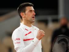 Djokovic lijdt eerste setverlies, maar stoomt door naar halve finales