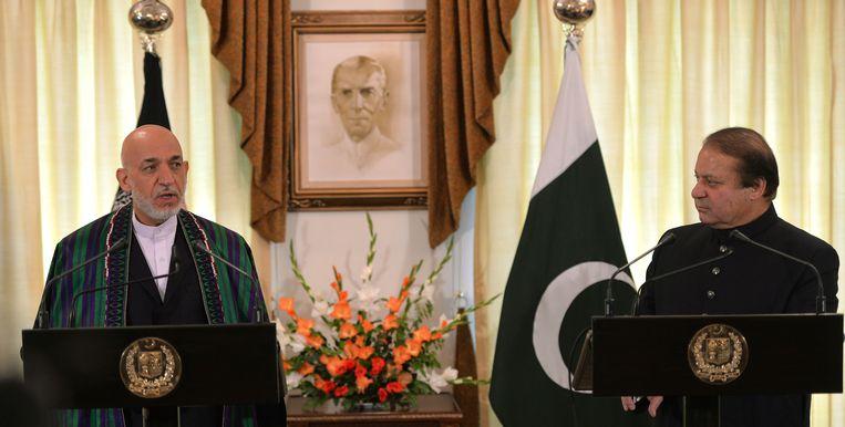 De Afghaanse president Hamid Karzai (links) en de Pakistaanse premier Nawaz Sharif. Beeld AFP