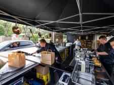 Mix en match bij Take Away, de tijdelijke, culinaire drive-in van Meppel