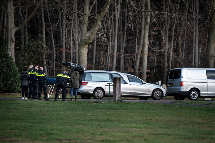 Op de Nijmeegse begraafplaats Vredehof is zondag aan het eind van de ochtend een stoffelijk overschot aangetroffen.