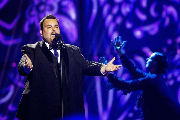 """Axel Hirsoux ten tijde van het Eurovisiesongfestival. Ondertussen is de zanger zestig kilo verloren.  """"Da's een ganse mens, hé"""", zegt hij."""