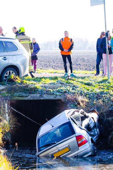 Auto te water in Mijnsheerenland