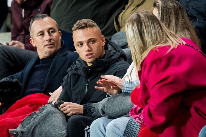 Noa Lang moest afgelopen zaterdag nog vanaf de tribune toekijken bij FC Twente.