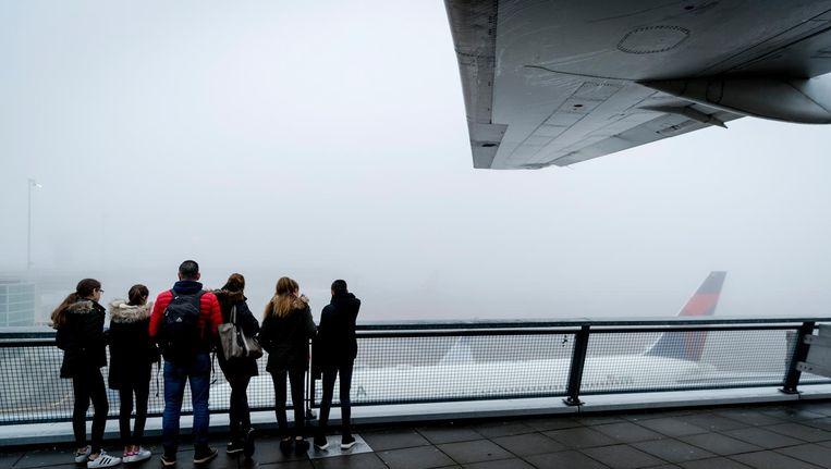 De dichte mist hindert het vliegverkeer op Schiphol. Beeld anp