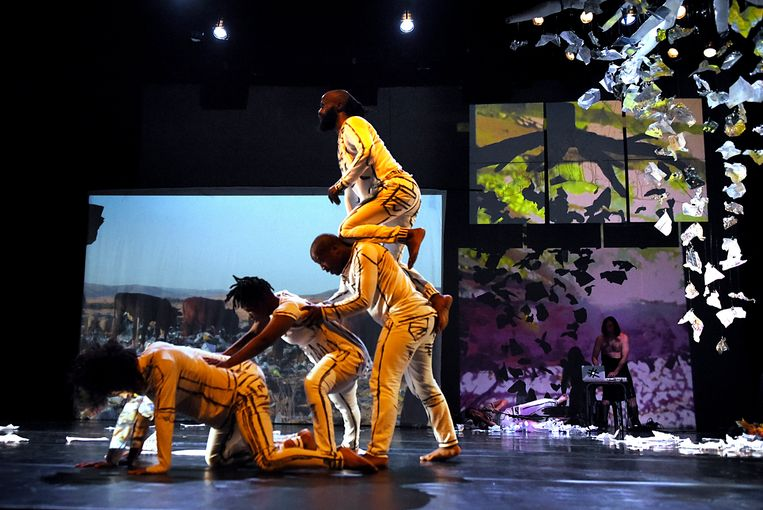 With Nothing But Silence They Turned Their Bodies to Face the Noise  (opening Afrovibes) Beeld Mariola Biela