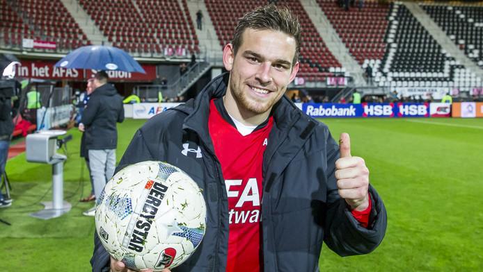 Vincent Janssen met de wedstrijdbal na zijn vier treffers tegen PEC Zwolle afgelopen zondag.