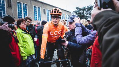 Fans spotten wielerhelden bij start Omloop