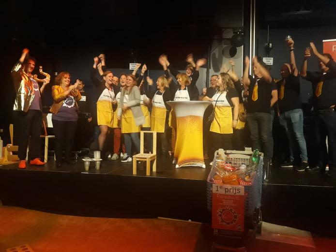 Kafee ons Kee viert de overwinning in de Parelkwis