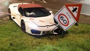 Peperdure Lamborghini crasht tijdens trouwstoet