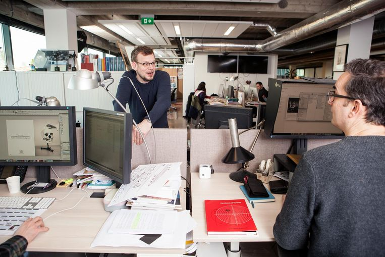 Hoofdredacteur Ward Wijndelts (links) en beeldredacteur Rolf Rosing (rechts). Beeld null