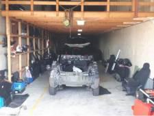 Grondstoffen voor amfetamine en gestolen auto's gevonden in Melissant