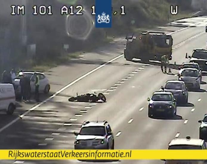 De motorrijder is onderuit gegaan op de snelweg