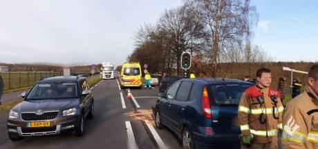 Kop-staartbotsing met drie personenauto's in Rijen, Bladelse (34) naar het ziekenhuis