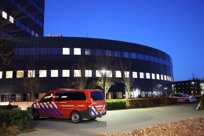 Hulpdiensten rukken uit in Den Bosch nadat een vrouw een brief met stuifmeel opent.