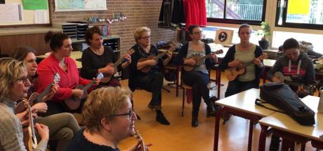 Leraren aan de ukelele in Budel