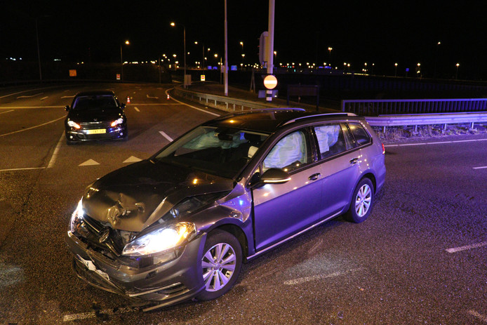 Flinke schade na aanrijding tussen twee auto's in Utrecht