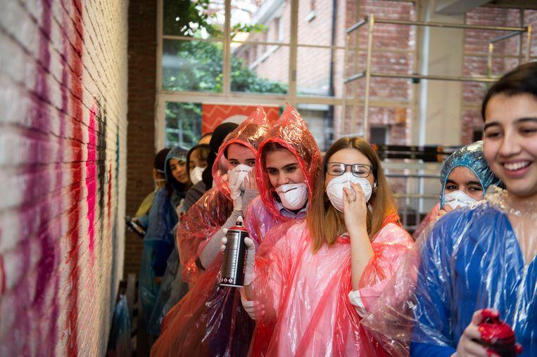 De leerlingen van Stella Maris krijgen een graffitiworkshop